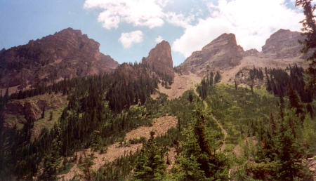 The approach to Pyramid's hanging basin